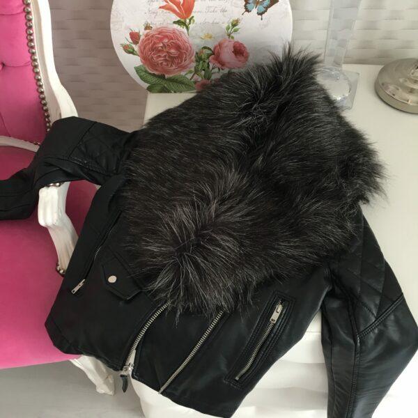 Čierny kožušinový golier